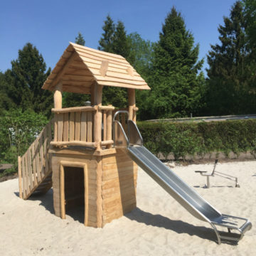 Houten speelhuisje met RVS glijbaan - Houten speelhuisjes - Robinia houten speeltoestellen - LuduQ speeltoestellen