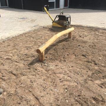 Houten balk in het zand - Balanceren - Robinia houten speeltoestellen - LuduQ speeltoestellen