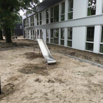 Roestvrij stalen glijbaan in het zand - Glijbanen - klimtoestellen met glijbaan - LuduQ speeltoestellen