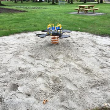 Wip voor vier personen in het zand - Wip en veerelementen - Speeltoestellen - LuduQ speeltoestellen