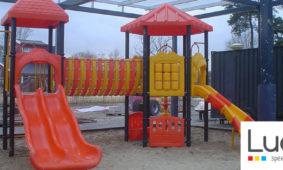 Kleurrijke speeltoestellen voor camping De Molenhof
