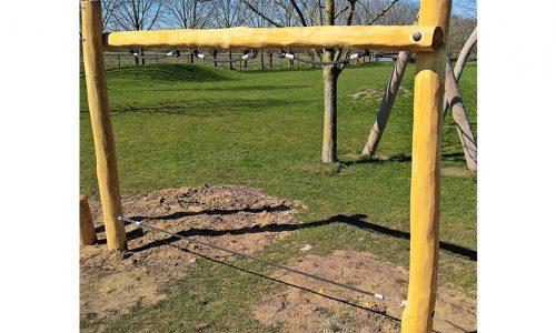 Houten toestel met balanceer touw en handvatten - Robinia houten speeltoestellen - LuduQ speeltoestellen