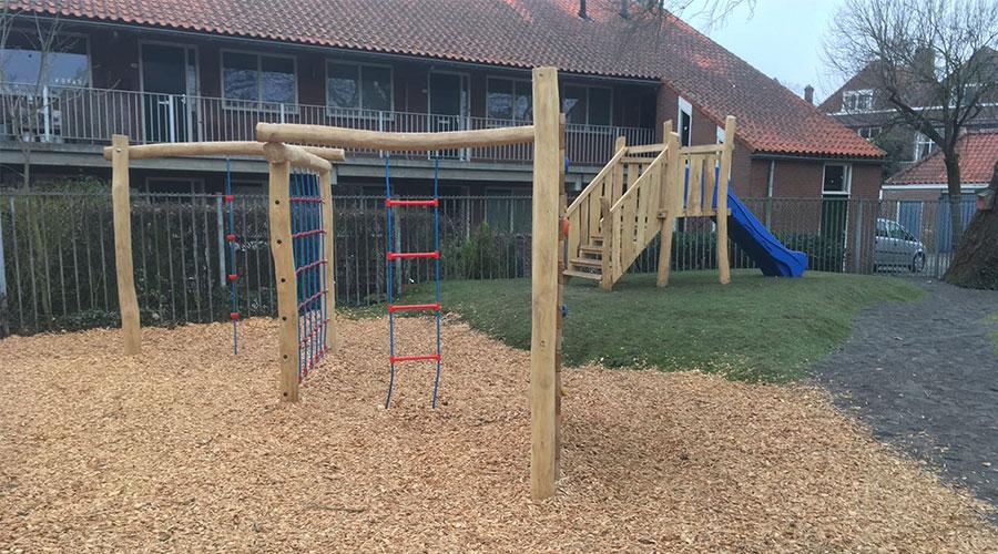 Houten klimtoestellen met klimnet - Robinia houten speeltoestellen - LuduQ speeltoestellen