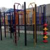 Klimtoestel op rubberen tegels op schoolplein - Klimtoestellen - Speeltoestellen - LuduQ speeltoestellen