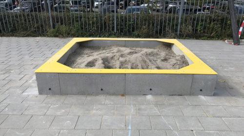 Sandvika zeer duurzame zandbak van PE materialen en betonelementen - Speeltoestellen - LuduQ speeltoestellen