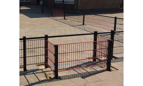 Roestvrij stalen voetbalkooi met rood doel op schoolplein - Balsporten - Speeltoestellen - LuduQ speeltoestellen