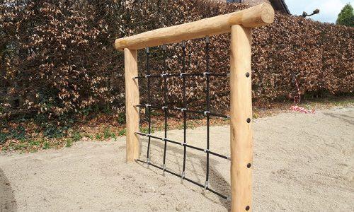 Robinia houten klimnet met touwen op zand - Houten klimtoestellen - Robinia houten speeltoestellen - LuduQ speeltoestellen