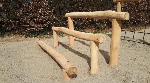 Houten trappetje van balken op verschillende hoogtes - Houten klimtoestelllen - Robinia houten speeltoestellen - LuduQ speeltoestellen