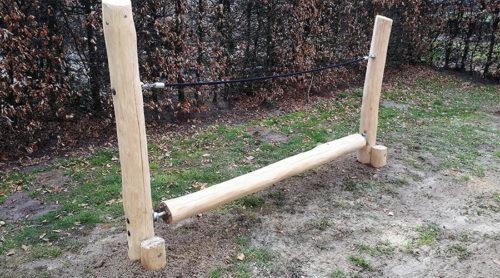 Houten balanceerbalk met touw - Houten balanceer toestellen - Robinia houten speeltoestellen - LuduQ speeltoestellen