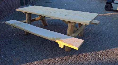 Robinia houten picknicktafel - Panna en meubilair - Robinia houten speeltoestellen - LuduQ speeltoestellen