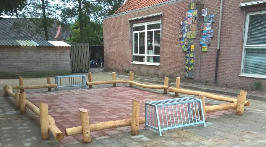Houten pannakooi op schoolplein - Panna en meubilair - Robinia houten speeltoestellen - LuduQ speeltoestellen