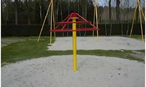 Geel met rood hang- en draaitoestel - Draaitoestellen - Speeltoestellen - LuduQ speeltoestellen