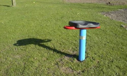 Draaistoel op grasveld - Draaitoestellen - Speeltoestellen - LuduQ speeltoestellen