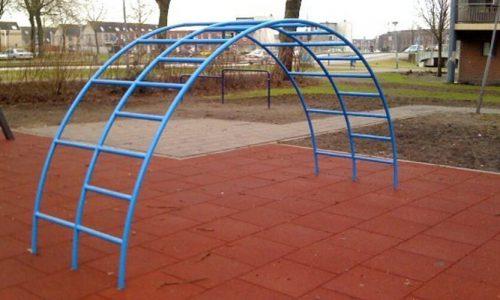 Blauw klimrek halve cirkel met twee rijen - Klimtoestellen - Speeltoestellen - LuduQ speeltoestellen