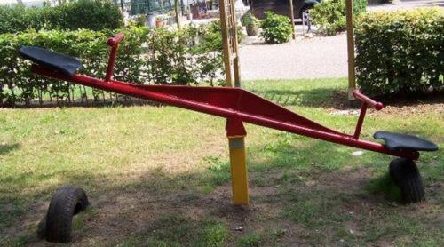 Rood met gele wipwap - Veer- en wipelementen - Speeltoestellen - LuduQ speeltoestellen