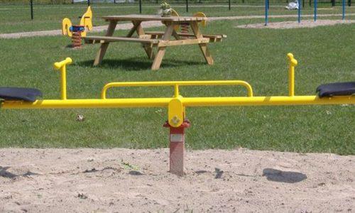 Gele wipwap in het zand - Veer- en wipelementen - Speeltoestellen - LuduQ speeltoestellen