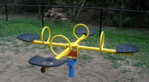 Geel wipelement voor vier personen - Veer- en wipelementen - Speeltoestellen - LuduQ speeltoestellen