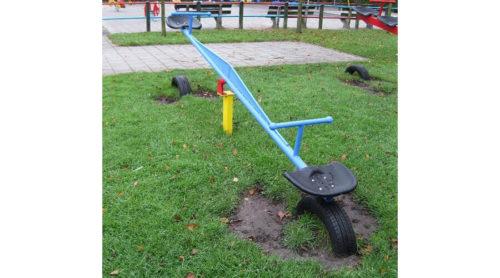 Blauwe wipwap op grasveld - Veer- en wipelementen - Speeltoestellen - LuduQ speeltoestellen