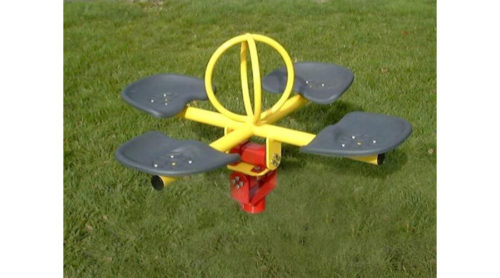 Vier persoons wipelement op grasveld - Veer- en wipelementen - Speeltoestellen - LuduQ speeltoestellen