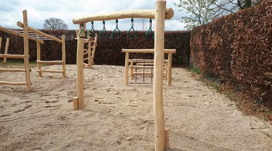 Robinia houten toestel balanceren en klimmen LuduQ Speeltoestellen
