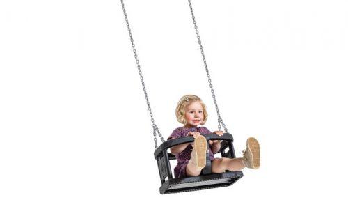 Jong kind in schommel met babyzitje - Schommelzittingen - Onderdelen - LuduQ speeltoestellen